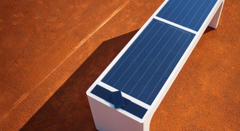 banc connecté solaire autonome avec wifi et usb et autocollants de personnalisation sur mesure