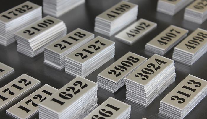 plaquettes alu éloxé avec numérotation