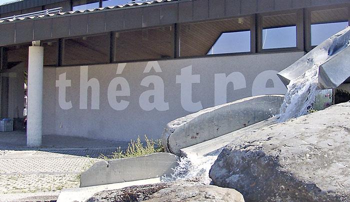 Signalétique extérieure peinture-mural-logo-theatre-signaletique-exterieure