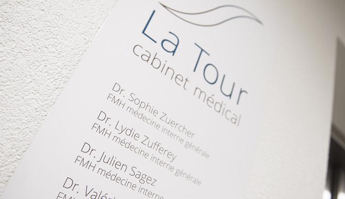 Signalétique intérieure panneau-cabinet-medical-la-tour-bulle