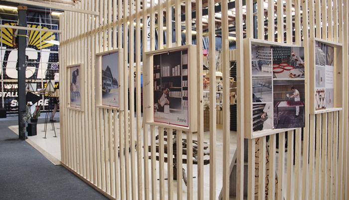 stand-d'exposition-comptoir-salon-bois