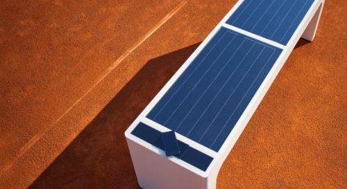 Banc connecté solaire, le mobilier urbain avec chargeurs USB
